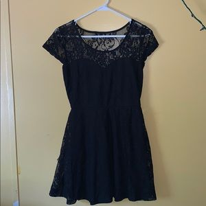 Thigh length short sleeve lace black dress👗